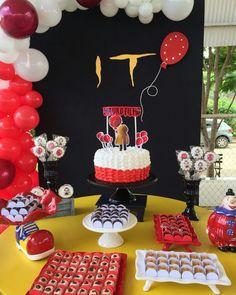 13 Birthday Cake, Summer Birthday, 13th Birthday, Birthday Party Themes, Birthday Ideas, Scary Halloween, Halloween Themes, Halloween Party, Pennywise Decorations