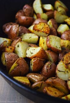 Red Potatoes with Garlic and Rosemary Recipe Roasted red potatoes tossed in rosemary, garlic, and olive oil and baked in a cast iron skillet.Roasted red potatoes tossed in rosemary, garlic, and olive oil and baked in a cast iron skillet. Red Skin Potatoes Recipe, Baked Red Potatoes, Skillet Potatoes, Roasted Potatoes, Fingerling Potatoes, Baby Potatoes, Crispy Potatoes, Red Potato Recipes, Potato Dishes