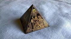 Vintage Deko - Miniatur Pyramide Metall Gravur Schwarz Gold - ein Designerstück von Grossmutters_Lieblinge bei DaWanda