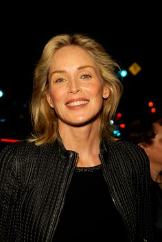 Sharon Stones blonde, shoulder-length hairstyle