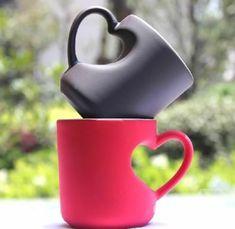 Tassen in Rosa und Schwarz mit Herzen Henkel