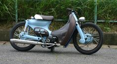 Yea been checking out the mad cub& Hondas on the Chalopy site . The red one apparently from AFS custom bikes , again go to the Chalop. Honda Cub, Custom Moped, Custom Bikes, Classic Motors, Classic Bikes, Scooters, Moped Bike, Cafe Racer Moto, Cool Motorcycles