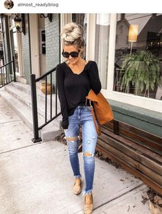 Love this casual look for spring! Love this casual look for spring! Black Women Fashion, Look Fashion, Fashion Tips, Womens Fashion, Ladies Fashion, Fashion 2018, Cute Fall Outfits, Trendy Outfits, Casual Spring Outfits
