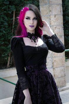 Model: Milena GrbovićNecklace: Sardonyx LaceHairclip: Gothic EleganceClothes: Villena Viscaria Clothing