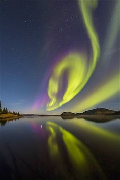 Image: Aurora Borealis or Northern lights (© Arctic-Images/Getty Images)