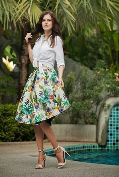 9952849df1f TROPICAL skirt with a white shirt and heels