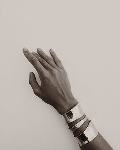 Serious drama achieved with these Milá cuff bracelets from Coyote Negro, the label of Puerto Rican designer Melissa Hernández. Jewlery, Silver Jewelry, Silver Rings, Silver Cuff, Diamond Jewelry, Jewelry Box, Captive Prince, Estilo Fashion, Net Fashion
