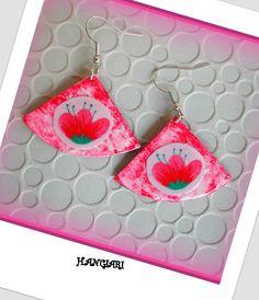 alittlemarket/Boucles d'oreilles japonisantes, forme triangulaire, de couleur rose, fleurs du japon : Boucles d'oreille par boucles-d-oreilles-originales-insolites