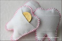 Tooth Pillow - the link no longer works but it is a cute idea. Sewing For Kids, Diy For Kids, Crafts For Kids, Arts And Crafts, Tooth Pillow, Tooth Fairy Pillow, Baby Crafts, Felt Crafts, Craft Projects
