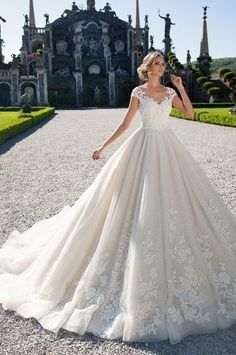 If you're looking for the perfect wedding dress, you've probably encountered some of these different colors and may feel confused about which shade is right for you. Princess wedding dresses ideas looks Wedding Dress Quiz, Wedding Dresses 2018, Colored Wedding Dresses, Perfect Wedding Dress, Gown Wedding, Modest Wedding, Conservative Wedding Dress, Poofy Wedding Dress, 40s Wedding