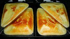 Save Print Pão de Queijo de Sanduicheira Bateu fome? Que tal um pão de queijo rápido e leve, feito na sanduicheira, da até pra se fazer recheado, uma delicia.