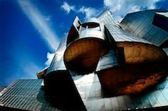 Arquitectura Deconstructivista | José Miguel Hernández Hernández | www.jmhdezhdez.com Philip Johnson, One World Trade Center, Santiago Calatrava, Frank Gehry, Bank Of America, Zaha Hadid, Hotel Dubai, Guggenheim Bilbao, Opera House