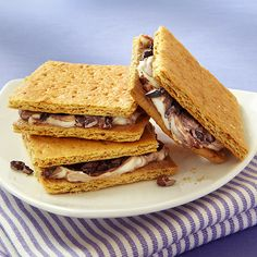 Want s'more? Get your fix with just 5 ingredients (one of them a twist on the original!)  Clean Eating http://www.cleaneatingmag.com/Recipes/Recipe/Cream-Cheese-Smores.aspx