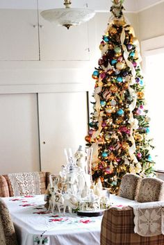 How To Decorate Your House For Christmas With Vintage Flair