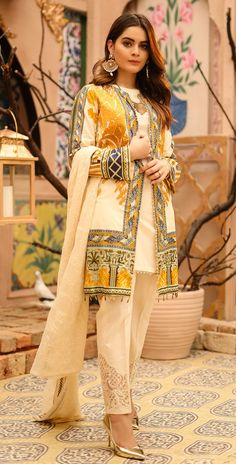 Printed Lawn with Embroidered Shirt , Chiffon Embroidered Dupatta & Trouser Bunches Beautiful Dress Designs, Stylish Dress Designs, Designs For Dresses, Designer Party Wear Dresses, Kurti Designs Party Wear, Indian Designer Outfits, Simple Pakistani Dresses, Pakistani Dress Design, Pakistani Fashion Party Wear