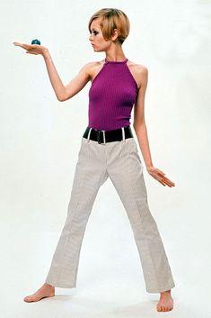 Twiggy in hipsters 60s And 70s Fashion, Teen Fashion, Retro Fashion, Vintage Fashion, Estilo Twiggy, Vogue Fashion, Fashion Models, Style Année 60, Kind Und Kegel