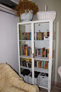 Uma mulher na casa dos quarenta anos: Gabinete médico, como a biblioteca