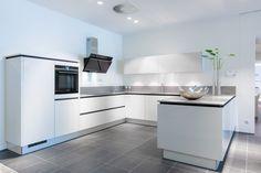 Modern Grey Kitchen, Beige Kitchen, Interior Design Kitchen, Interior Decorating, Küchen Design, Home Kitchens, Kitchen Island, Sweet Home, New Homes