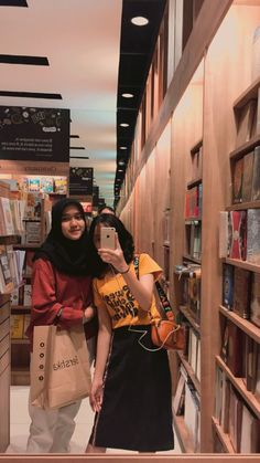 Bff Goals, Best Friend Goals, Ootd Fashion, Girl Fashion, Friend Tumblr, I Need Friends, Casual Hijab Outfit, Indonesian Girls, Insta Photo Ideas