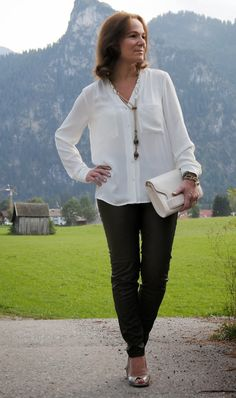 Best Fashion Tips For Women Over 60 - Fashion Trends Mature Fashion, Older Women Fashion, Fashion For Women Over 40, 50 Fashion, Plus Size Fashion, Fashion Outfits, Fashion Trends, Fashion Videos, Fashion Fall