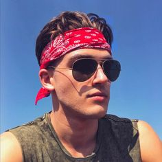 guys bandana in 19 Bandana Hairstyles, Boho Hairstyles, Coachella Men, Headband Men, Headbands, Bandana Design, Men Vs Women, Bandana Styles, Music Festival Outfits