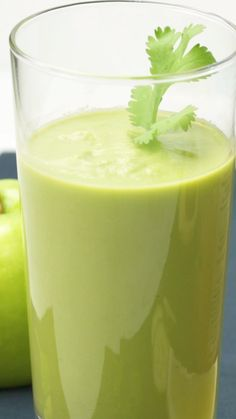 honeydew smoothie This detox smoothie includes aloe and celery. Try this recipe to help your body detox while enjoying a nourishing and refreshing smoothie. Smoothie Detox, Honeydew Smoothie, Celery Smoothie, Coconut Smoothie, Green Smoothie Recipes, Strawberry Smoothie, Smoothie Bowl, Easy Smoothies, Weight Loss Smoothies