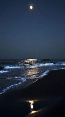 How to Take Good Beach Photos Ocean At Night, Beach At Night, Moon Pictures, Nature Pictures, Beautiful Moon, Beautiful Beaches, Night Aesthetic, Moon Photography, Moon Art