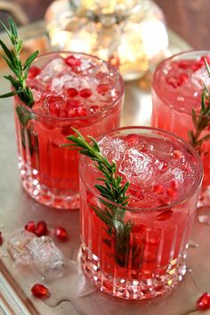 This Pomegranate and Rosemary Gin Fizz both looks and tastes like Christmas!