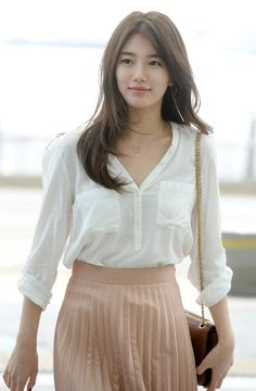 'Suzy' of girl group miss A arrives at Incheon International Airport on Monday on her way to Hong Kong for a display of her wax figure at Madame Tussauds museum. Korean Beauty, Asian Beauty, Miss A Suzy, Bae Suzy, Women Lifestyle, Korean Actresses, Korean Celebrities, Mi Long, Korean Women