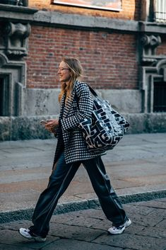 - Milan Street Style Is the Most Fun You'll Have at Fashion Week Street Looks, Look Street Style, Autumn Street Style, Street Style Women, Street Styles, Street Chic, Paris Street, Quoi Porter, Milan Fashion Weeks