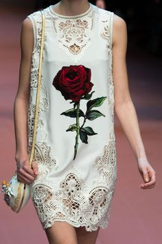 d&g slays with this rose and white shift dress | ban.do