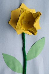 """Kindergarten Arts and Crafts Activities: """"Plant"""" Egg Carton Daffodils for Spring"""