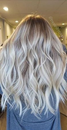 Are you looking for hair color blonde balayage and brown for fall winter and summer? See our collection full of hair color blonde balayage and brown and get inspired! Brown Blonde Hair, Platinum Blonde Hair, Blonde Curls, Silver Blonde, Ashy Blonde Balayage, Curled Blonde Hair, Balayage Straight, Grey Blonde, Curls Hair