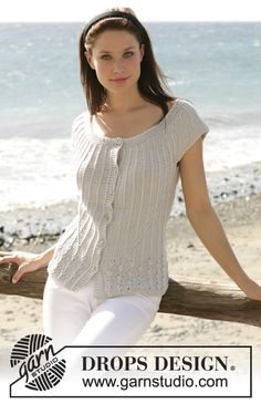 """DROPS short-sleeved top with round yoke in """"Muskat"""" ~ DROPS Design"""