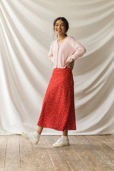 Long Skirt Fashion, Long Skirt Outfits, Modest Outfits, Modest Fashion, Cute Outfits, Fashion Outfits, Long Skirts, Red Boho Dress, Printed Skirts