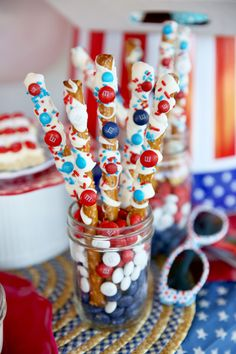pretzels - Patriotic of July party and red, white and blue party food ideas from Our Best Bites - super adorable and easy ideas! 4th Of July Desserts, Fourth Of July Food, 4th Of July Celebration, 4th Of July Party, July 4th, Patriotic Desserts, Happy Fourth Of July, Holiday Treats, Holiday Parties