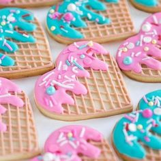 Just the cutest ice cream cone heart cookies ever! Valentines Baking, Valentines Sweets, Valentine Cookies, Kawaii Cookies, Cute Cookies, Cute Desserts, Delicious Desserts, Cookies Et Biscuits, Sugar Cookies