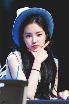 Son Na Eun - Hongdae Fan sign event Son Na Eun, Apink Naeun, 1 Film, Hongdae, Grunge Girl, Ulzzang Girl, Perfect Body, K Idols, Pretty Face