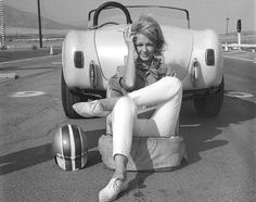 The Cobra and Carroll Shelby's secretary Terry Bagley. Would like to know more about this lady! Ac Cobra, King Cobra, Us Cars, Race Cars, Vintage Racing, Vintage Cars, Shelby Gt, Shelby Mustang, Carroll Shelby