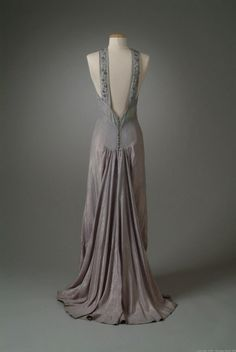 Vintage Fashion Milgrim evening dress ca. 1936 via The Meadow Brook Hall Historic Costume Collection - Mega Fashion, Look Fashion, Fashion Tips, Korean Fashion, Fashion Online, Winter Fashion, Vintage Outfits, Vintage Gowns, Vintage Clothing