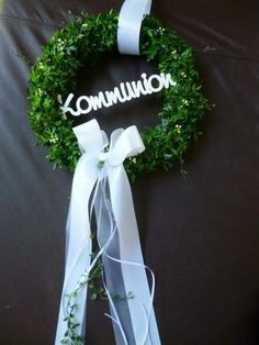 Türkranz zur Kommunion / Konfirmation / Taufe Door wreath for communion / confirmation / baptism Home Wedding Decorations, Marriage Decoration, Hand Flowers, Bridal Flowers, Decoration Communion, Wedding Blog, Wedding Favors, Wedding Ideas, Vine Wreath