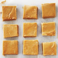 Maple Fudge packed brown sugar whipping cream c pure maple syrup 2 tbsp butter cut in small pieces 1 tsp baking soda 1 tsp vanilla Candy Recipes, Sweet Recipes, Dessert Recipes, Maple Fudge Recipes, Canadian Food, Canadian Recipes, Canadian Candy, Canadian Maple, Brown Sugar Fudge