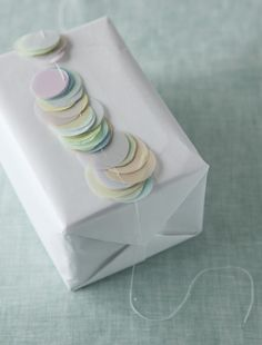 pastel circles gift wrap present Craft Packaging, Paper Packaging, Pretty Packaging, Wrapping Gift, Brown Paper Packages, Cool Gifts, Gift Tags, Stationery, Wraps