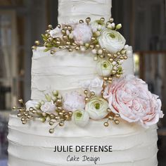 Luxury wedding cake by Julie Deffense of Julie Deffense Artistry. Sarasota, FL, Cascais, Portugal, Worldwide. Cake: Julie Deffense Wedding Design: Fernanda Silva, Wedding Luxe Location: Pestana Palace, Lisbon, Portugal