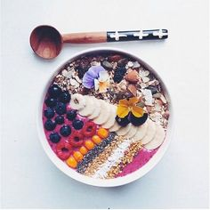 Mouth Watering Brunch Recipes The Most Beautiful Smoothie Bowl in the World bananas black currants blueberries acai and Greek yogurt Topped with muesli sliced bananas ch. Smoothie Bowl, Acai Smoothie, Healthy Smoothies, Healthy Snacks, Homemade Smoothies, Vegetable Smoothies, Healthy Yogurt, Healthy Seeds, Healthy Breakfasts