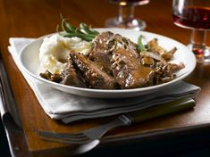 Slow Cooker Marvellous Mushroom Pot Roast Recipe by Canadian Beef Sliced Roast Beef, Beef Pot Roast, Pot Roast Recipes, Crockpot Recipes, Dried Mushrooms, Stuffed Mushrooms, Stuffed Peppers, Pots, Cooking Onions