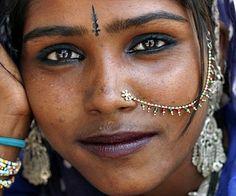 Kamala, a gypsy girl - Pushkar, India (by Maciej Dakowicz) We Are The World, People Around The World, Beautiful Eyes, Beautiful People, Georg Christoph Lichtenberg, Beauty Around The World, Gypsy Life, Exotic Beauties, Portraits