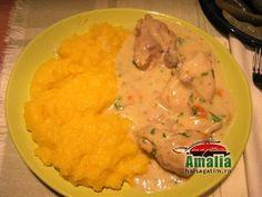 Papricas de pui - Romanian chicken stew with polenta - amalia Facebook Recipe, Romanian Food, Romanian Recipes, Chicken Pasta, Meals For The Week, Polenta, Chicken Recipes, Curry, Brunch