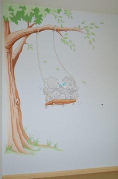 Me to you beertjes op schommel | muurschildering | babykamer tweeling | www.groeneballon.nl | Den Haag