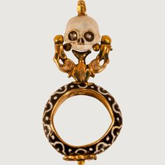 MOURNING RING WITH SKULL POMANDER Northern Europe, 17th century Gold, enamel, diamond, rock crystal.